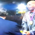 Video Londres 2012 Felix Sanchez recibe Medalla de Oro en los 400Metros