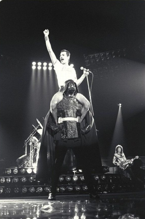 Curiosa foto de Freddy Mercury con Darth Vader