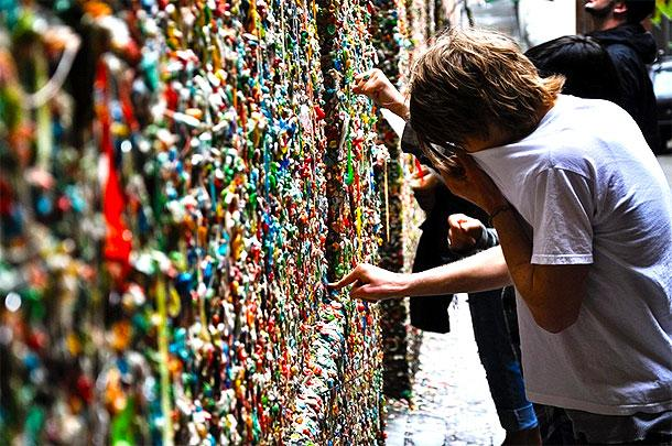 chewing-gum-wall-bubblegum-alley